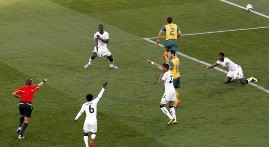 图文-[小组赛]加纳VS澳大利亚 罗塞蒂指向点球