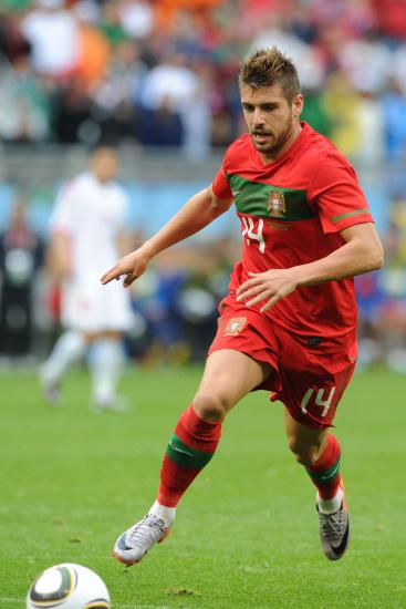 图文-[小组赛]葡萄牙7-0朝鲜维罗索带球突破