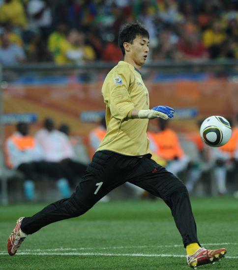 图文-[小组赛]朝鲜0-3科特迪瓦李明国大脚
