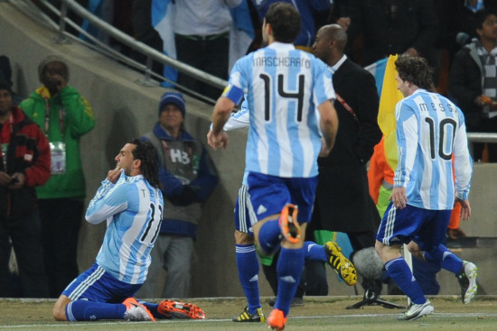 图文-[1/8决赛]阿根廷VS墨西哥特维斯庆祝进球