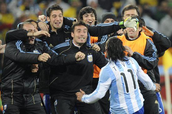 图文-[1/8决赛]阿根廷3-1墨西哥迎接进球功臣