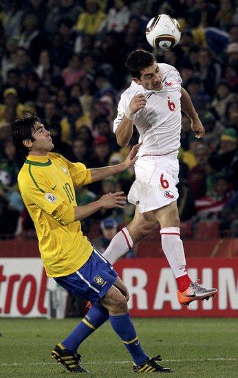 图文-[1/8决赛]巴西VS智利卡尔莫纳争顶