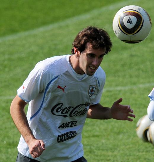 图文-乌拉圭训练备战半决赛戈丁苦练头球