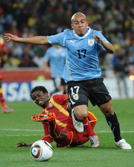 图文-[1/4决赛]乌拉圭VS加纳里奥斯遭对手放铲