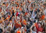 荷兰球迷激动挥拳