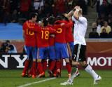 西班牙球员庆祝