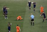 荷兰球员痛苦倒地