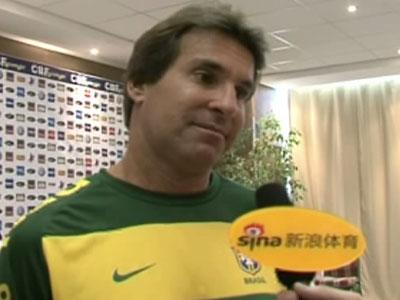新浪专访巴西队新闻官:无人干涉邓加选