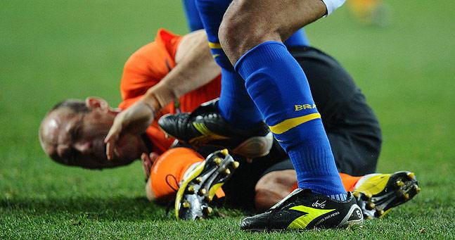 世界杯 巴西中场摆乌龙得红牌 荷兰2 1逆转进四强