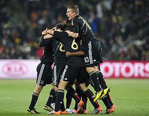 厄齐尔轰天远射得分 德国1-0将战英格兰