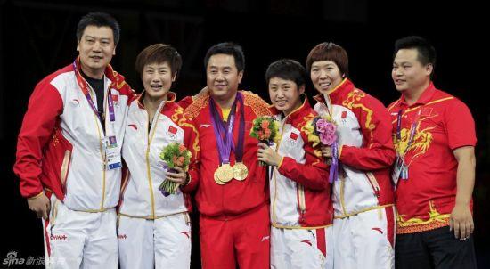 三枚金牌齐挂在了施之皓的头颈