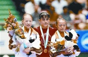 伟大奥运妈妈丘索维金娜儿子照着她去战斗