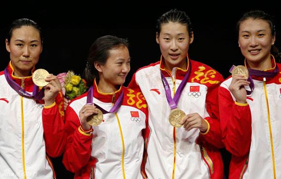 中国队夺击剑女子重剑团体金牌