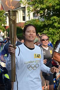 李娜伦敦传圣火成中国唯一现役火炬手运动员