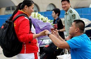 张文秀丢奖牌却收获爱情回国第一时间男友求婚