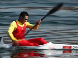 周玉波出战男子皮艇200米的比赛