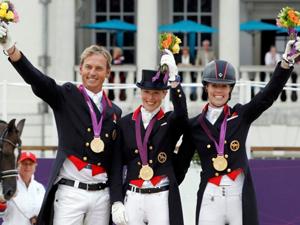 马术团体盛装舞步英国队夺冠