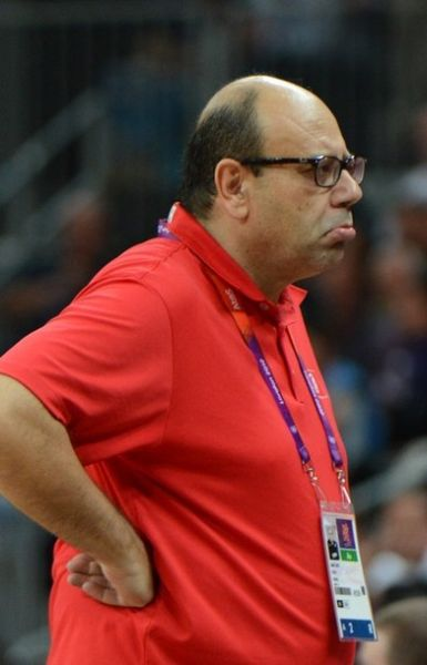 打自己球员一耳光的突尼斯主教练塔拉提