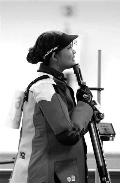 伦敦奥运会期间,苏尔雅尼的孩子将在宽大的射击服下面陪伴她比赛。