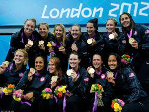 女子水球美国队夺冠