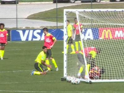 巴西训练简单分组对抗 替补前锋自摆乌龙