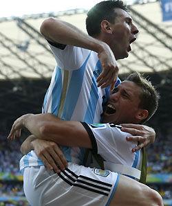 战术复盘-阿根廷受困如巴萨打马竞梅西抓住瞬时漏洞
