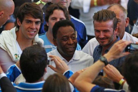 卡卡、贝利和小贝出现在马拉卡纳球场