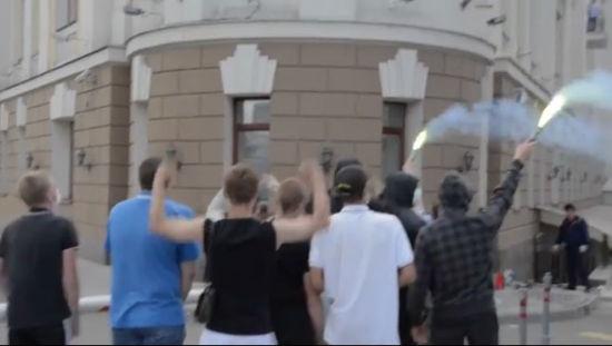 俄罗斯球迷聚集在俄罗斯足协总部抗议
