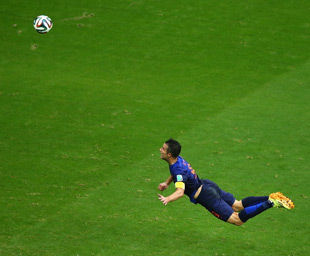世界杯-范佩西罗本梅开二度荷兰5-1狂胜西班牙
