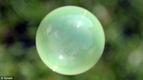 美国男子300万美元研制出彩色气泡