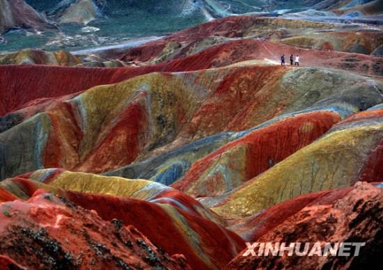 甘肃张掖丹霞地质公园内色彩斑斓的戈壁