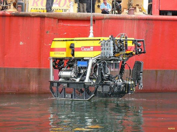 """远程遥控车ROPOS:加拿大深海研究远程遥控车ROPOS成为""""海王星""""建造者的一个好帮手。ROPOS装有两条手臂,一个名为""""阳"""",一个名为""""阴"""",""""海王星""""的大部分深海安装工作均由它们完成。"""