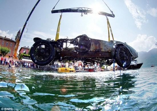布加迪跑车沉湖70年后重见天日 两成零件完好 201011282110