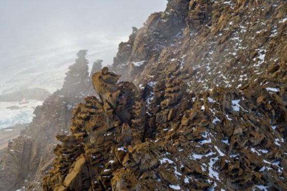 冷冰冰的岩石