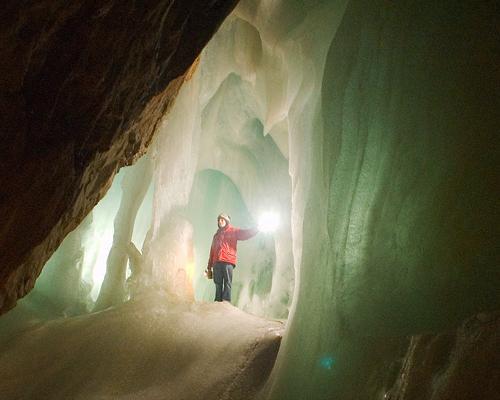 艾斯里森维尔特冰洞