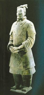 秦兵马俑一号坑新出土一件彩绘将军俑