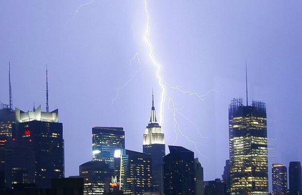 闪电击向帝国大厦附近