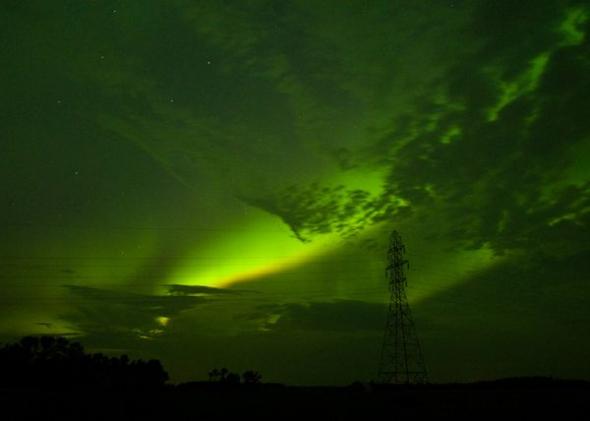天空闪现绿光