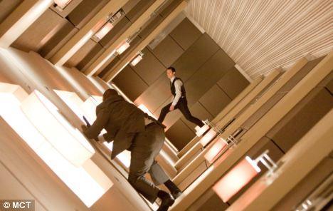 在好莱坞大片《盗梦空间》中,一个人可以进入另一个人的梦并进行操控。