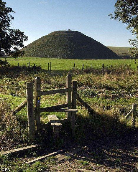 长久以来,人们便认为西尔布利山山下埋有隐藏的宝物、寺庙或者坟墓。