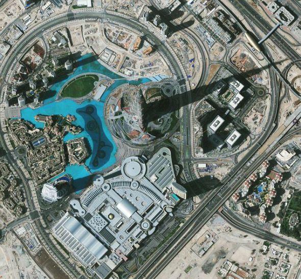 """2010年2月9日,""""地球之眼1""""号卫星拍摄的世界最高楼迪拜哈利法塔的图片。"""