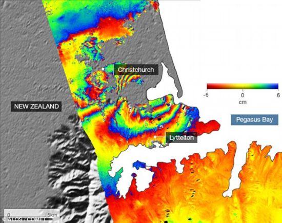 这幅卫星图像展示了6.3级地震过后克赖斯特彻奇不同区域的地面移动情况。图像中色带靠得越近,说明地面的移动幅度越大。