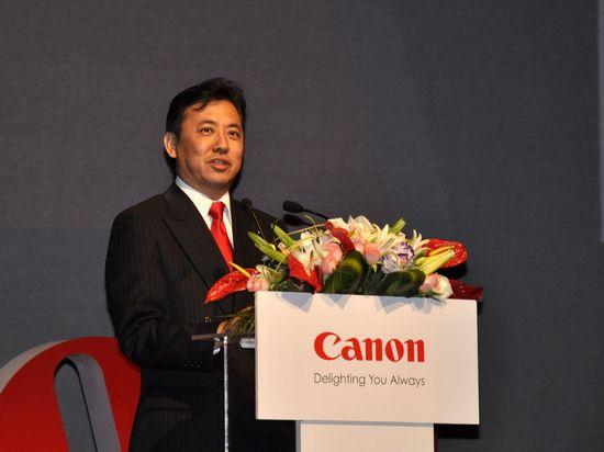 图为:佳能(中国)有限公司高级副总裁兼影像信息消费产品部高级总经理吉冈达生致辞