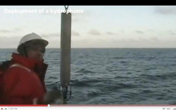 这个水下扩音器位于距离震源900英里的阿拉斯加州阿留申群岛里