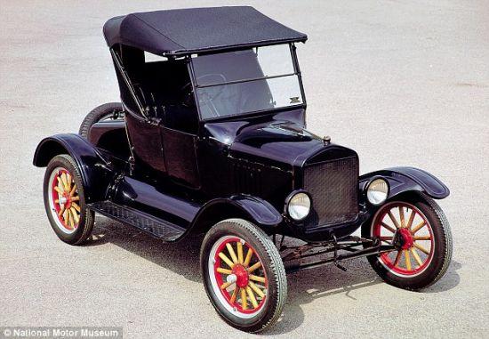 """亨利-福特表示他一定要发明""""汽油马车"""",从此告别农民的身份,告别枯燥乏味的农场生活。从那时起,汽车就成为一些人的逃跑工具"""