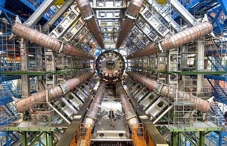 ATLAS粒子束探测仪。该项目主管曾经表示,希格斯玻色子可能被发现的质量范围正在逐渐减小。