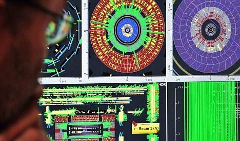 多个研究小组利用不同的粒子探测仪寻找短暂且难以捉摸的希格斯玻色子。
