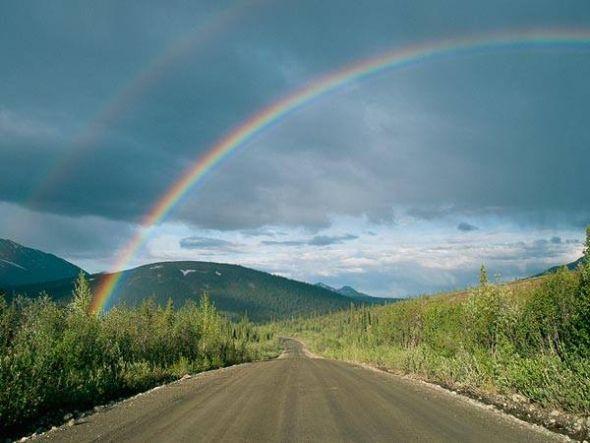 阿拉斯加上空的双重彩虹