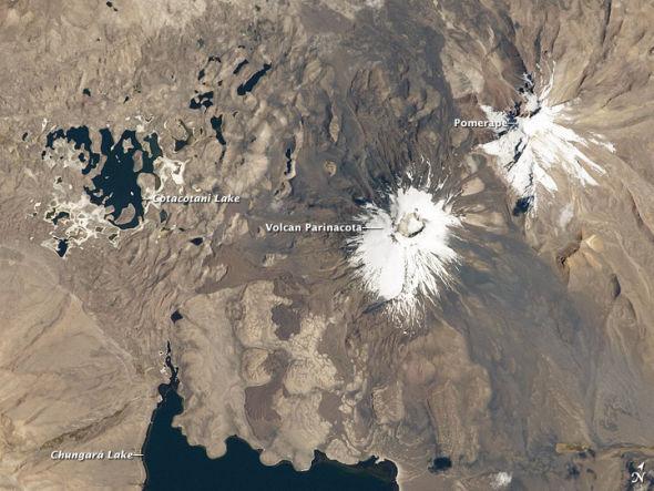 太空拍南美洲帕里纳科塔火山