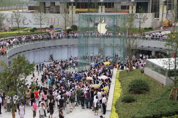 中国上海的苹果零售店异常火爆